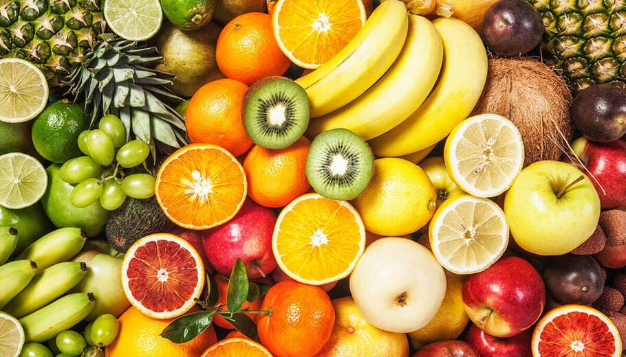 Kiwi består av vitamin A, C, E, fibrer, enzymer, magnesium, kalium, fosfor, koppar och antioxidanter